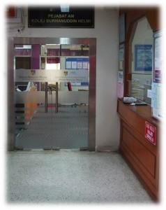 pejabat kolej