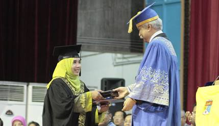 Royal Education Award Winner A Debater In Arabic