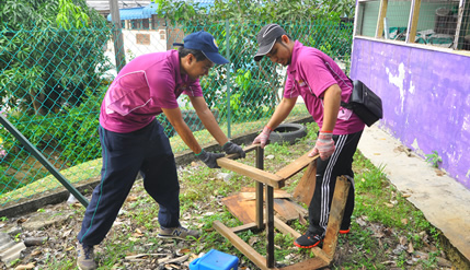 UKM Students' Gotong-royong To Clean A Kampung