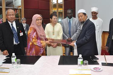 Majlis Mou Penyelidikan Khasiat Manna antara UKM, Sudan dan Natural Prebiotik Sdn Bhd.
