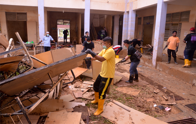 UKM Flood Relief Mission Assisted Four Villages And School In Gua Musang