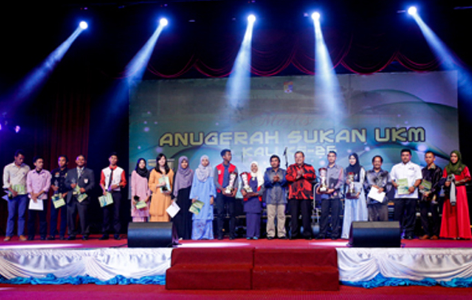 Two UKM National Cyclists Win Top Prizes At 25th UKM Sports Awards 2015.jpg1