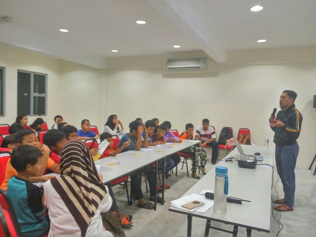 Penenrangan berkenaan Program PERKASA@remaja oleh kakitangan PERKASA@remaja